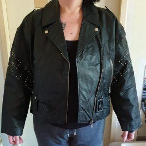 Schwarze Damen Lederjacke zu verkaufen.